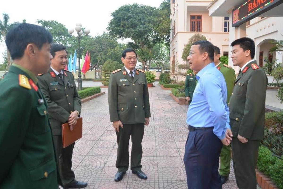 Thieu tuong Nguyen Huu Cau thoi chuc Giam doc Cong an tinh Nghe An-Hinh-7
