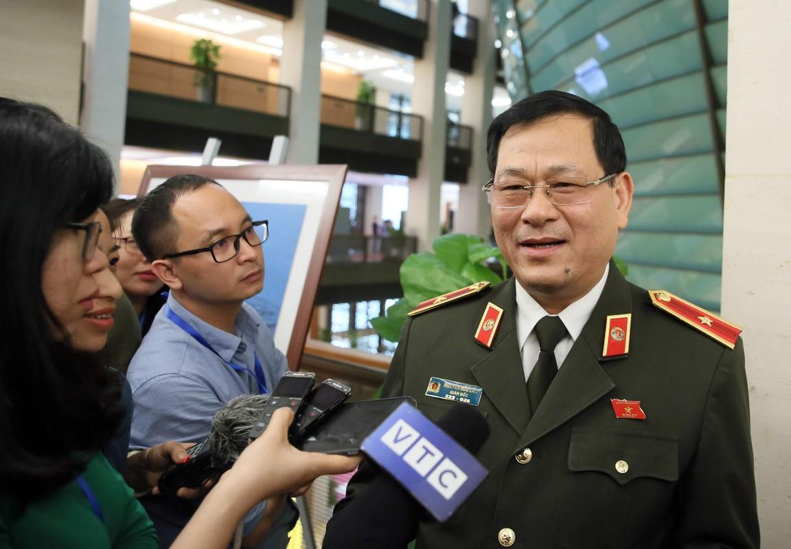 Thieu tuong Nguyen Huu Cau thoi chuc Giam doc Cong an tinh Nghe An-Hinh-8