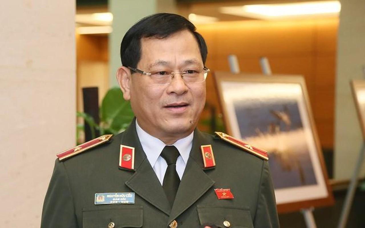 Thieu tuong Nguyen Huu Cau thoi chuc Giam doc Cong an tinh Nghe An