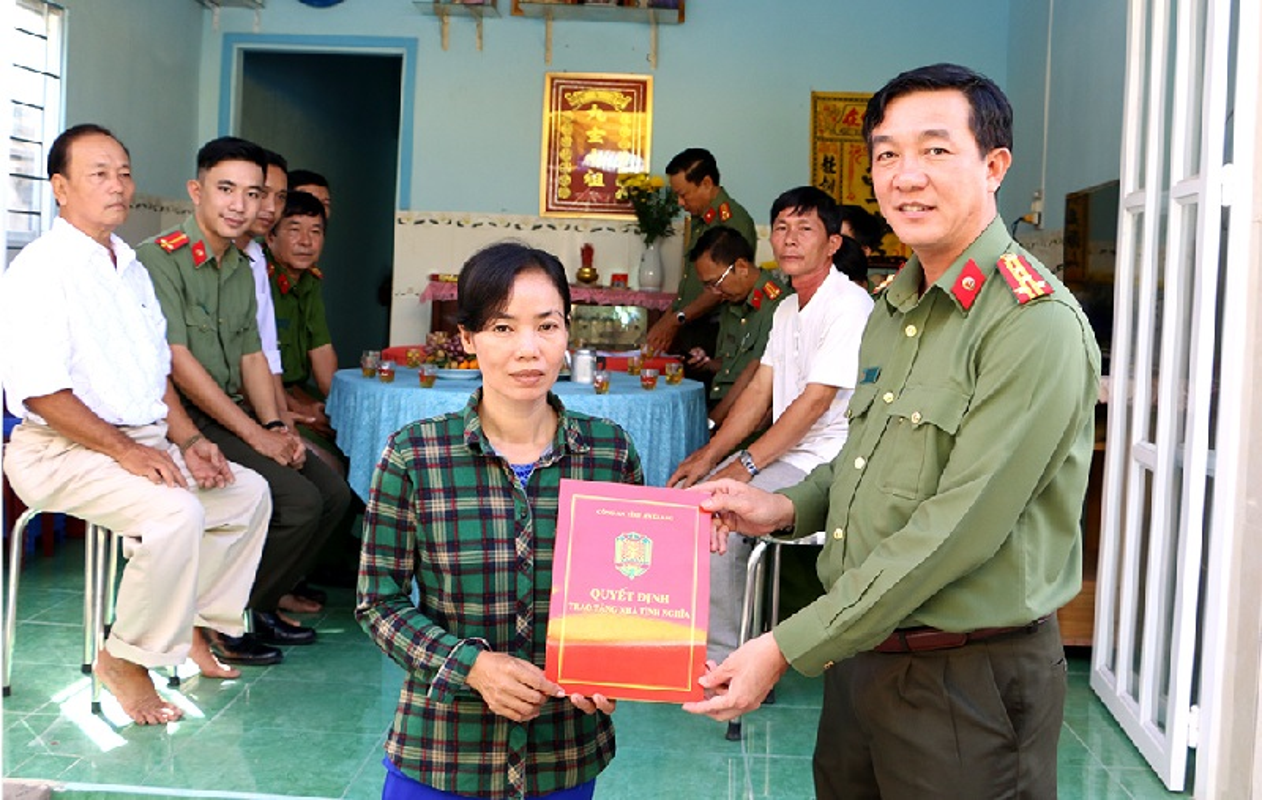 Chan dung 12 dai ta vua duoc bo nhiem Giam doc cong an tinh-Hinh-6