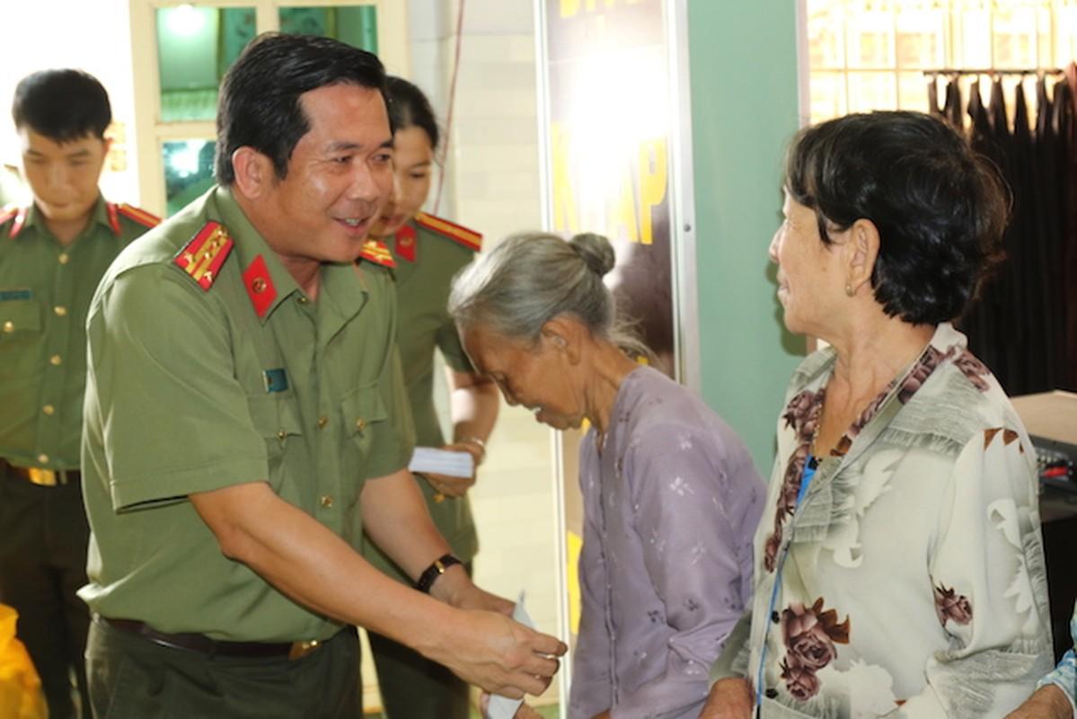 Chan dung 12 dai ta vua duoc bo nhiem Giam doc cong an tinh-Hinh-9