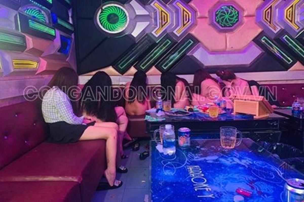 Tin nong ngay 29/6: Karaoke mua thoat y voi gia 500.000d moi lan-Hinh-5