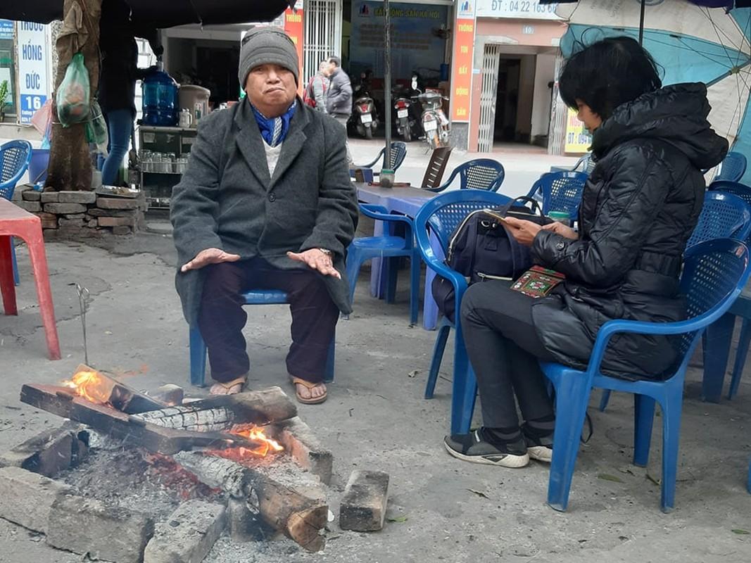 Ha Noi ret sau, hoc sinh co ro di hoc, phu huynh dot lua suoi am-Hinh-11