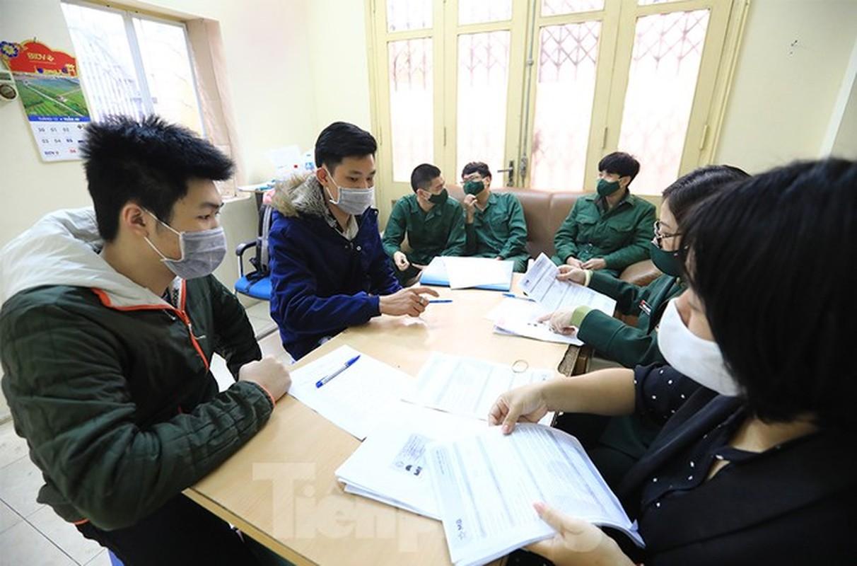 Hang tram tan binh Thu do lay mau xet nghiem SARS-CoV-2-Hinh-4