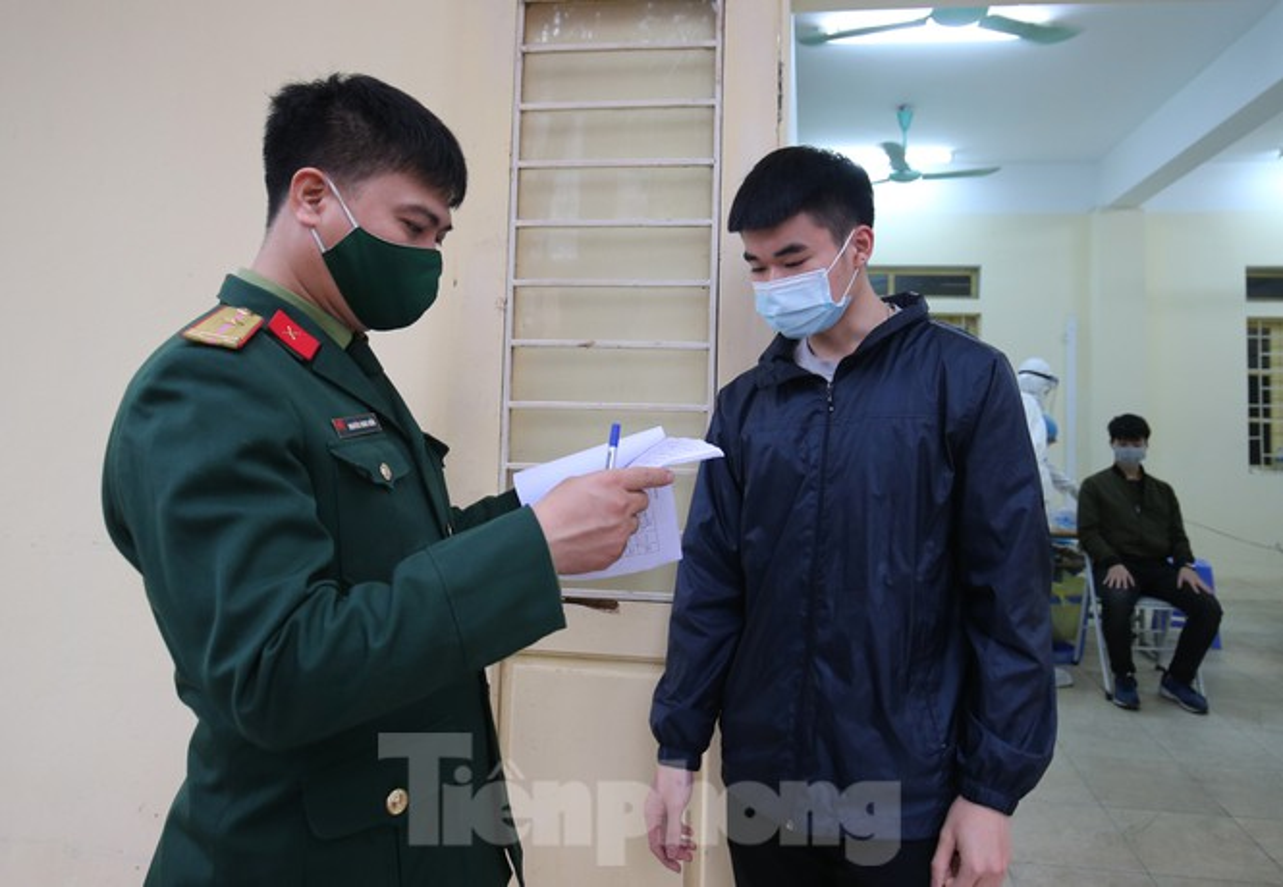 Hang tram tan binh Thu do lay mau xet nghiem SARS-CoV-2-Hinh-7