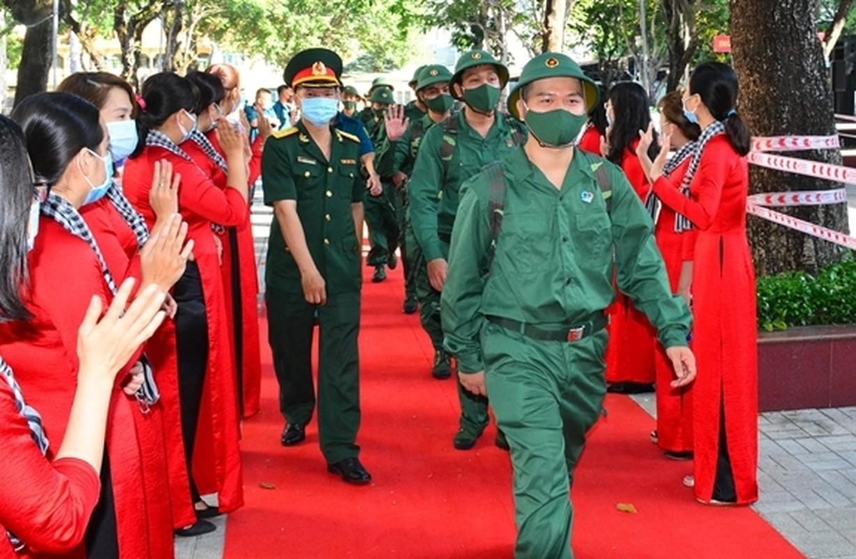 Xuc dong khoang khac nguoi than tien cac tan binh len duong nhap ngu-Hinh-3