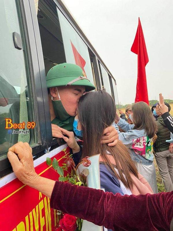 Xuc dong khoang khac nguoi than tien cac tan binh len duong nhap ngu-Hinh-6
