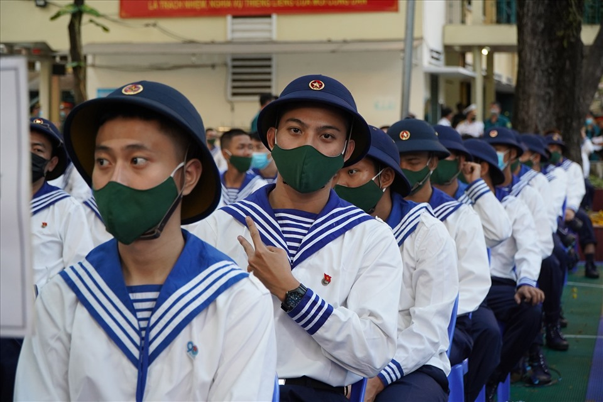 Xuc dong khoang khac nguoi than tien cac tan binh len duong nhap ngu-Hinh-9