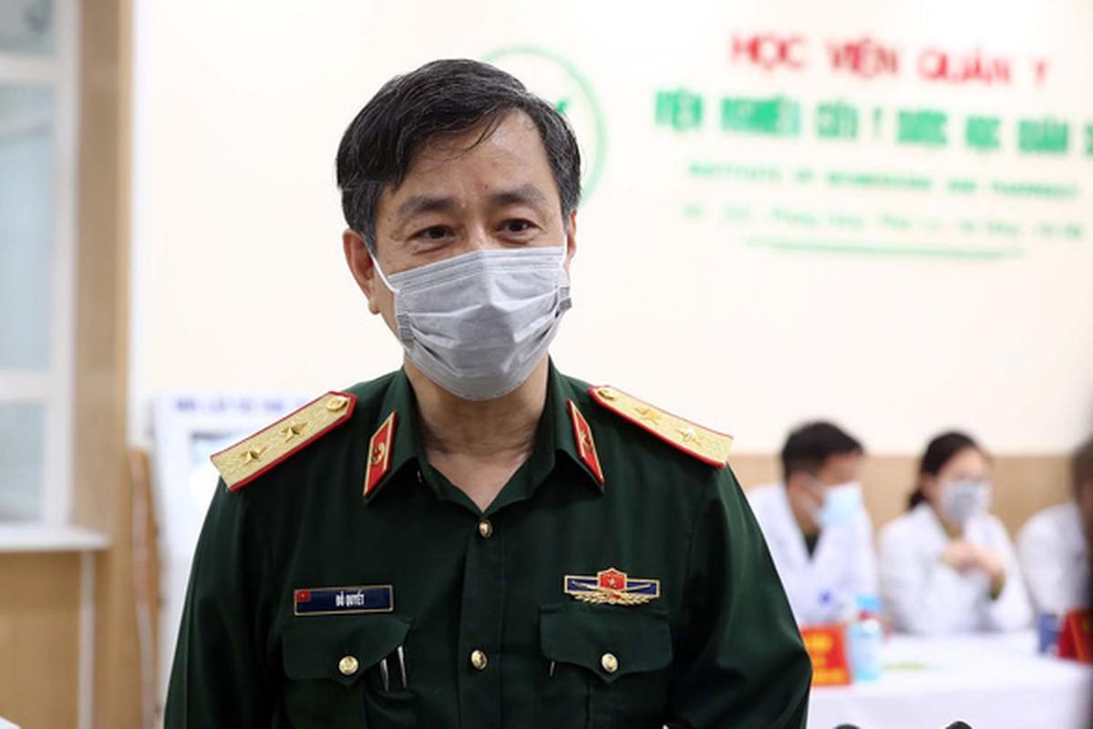 Hinh anh Pho Thu tuong Vu Duc Dam tiem thu nghiem vac-xin phong COVID-19-Hinh-8