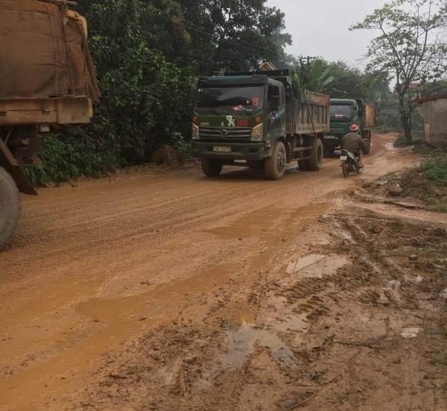 """Phu Tho: Nguoi dan """"khon kho"""" vi xe cho dat quan nat con duong-Hinh-5"""