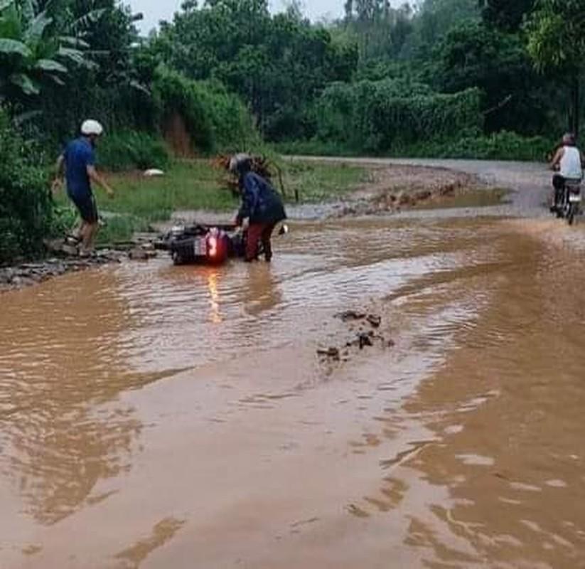 """Phu Tho: Nguoi dan """"khon kho"""" vi xe cho dat quan nat con duong-Hinh-8"""