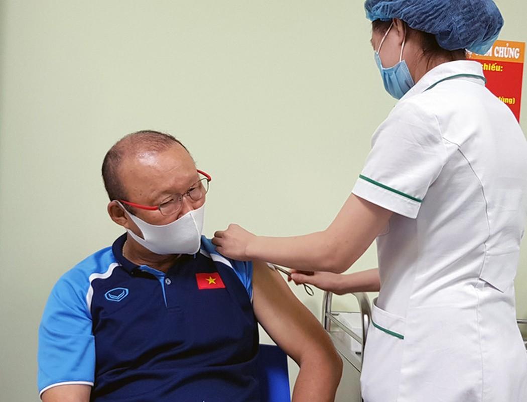 HLV Park Hang-seo cung cac cong su tiem vac-xin COVID-19-Hinh-3
