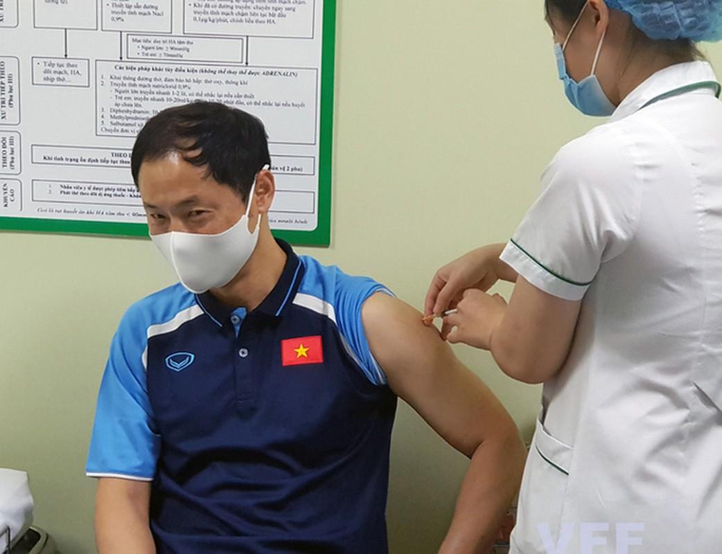 HLV Park Hang-seo cung cac cong su tiem vac-xin COVID-19-Hinh-5