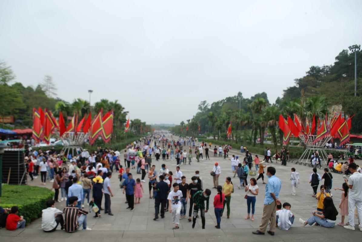 Hang ngan du khach tray hoi Den Hung Tan Suu 2021-Hinh-2