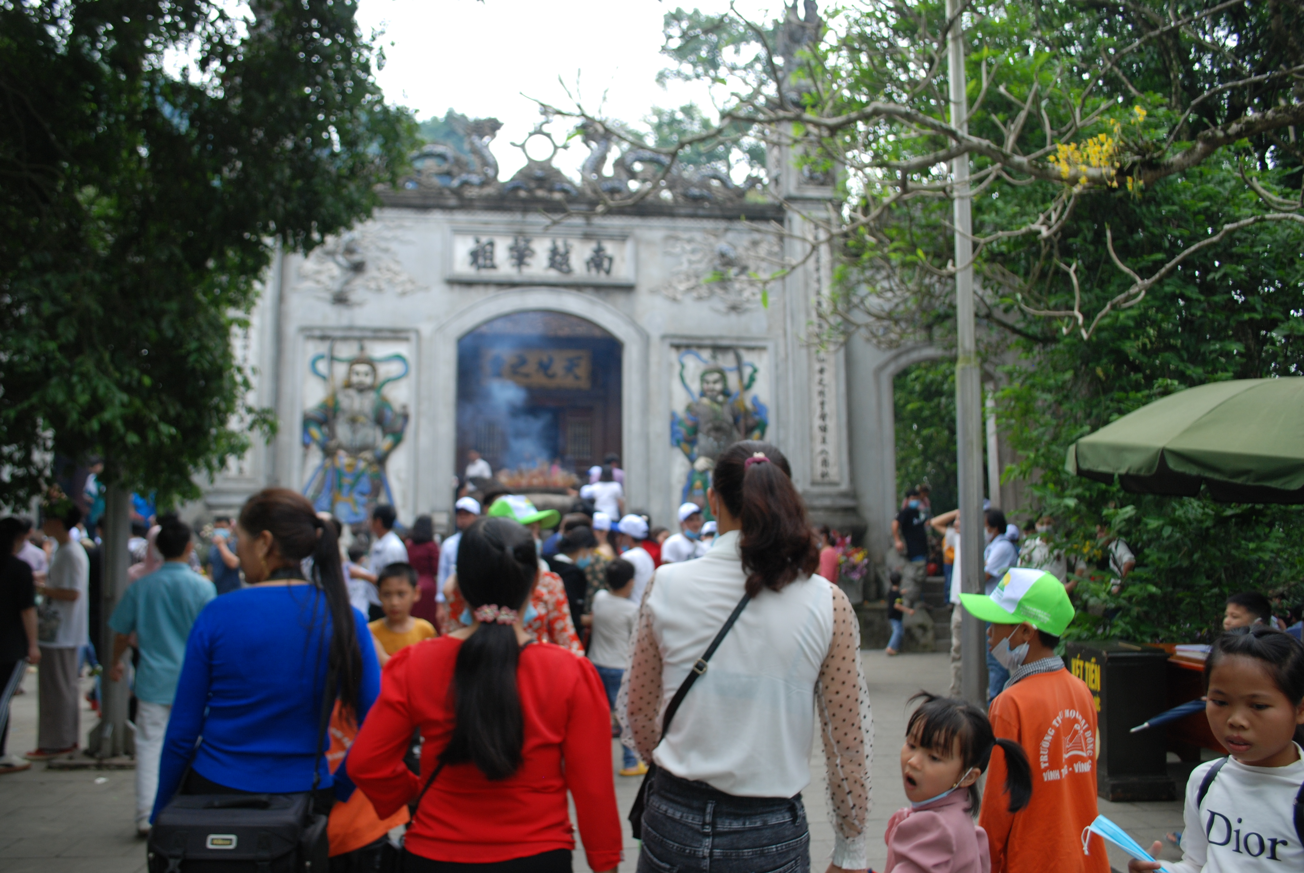 Hang ngan du khach tray hoi Den Hung Tan Suu 2021-Hinh-5