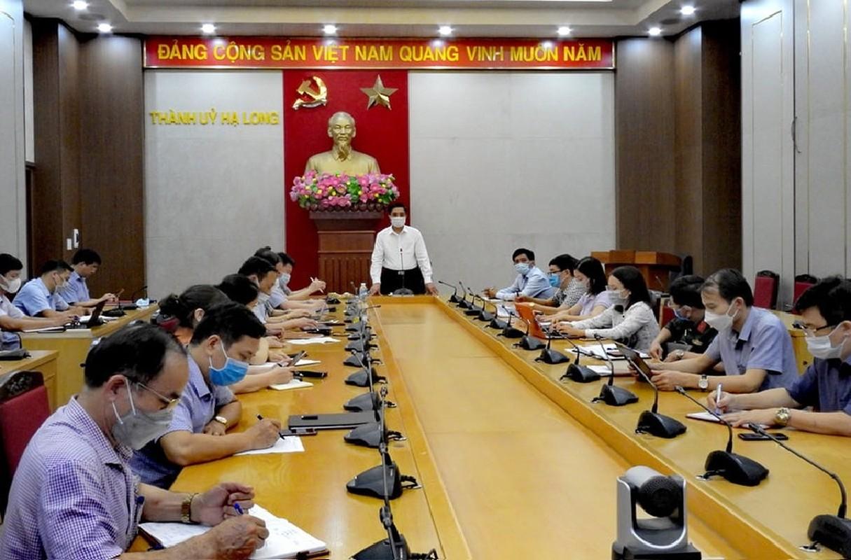 Quang Ninh: Dua nguoi nha cua benh nhan duong tinh COVID-19 di cach ly-Hinh-2