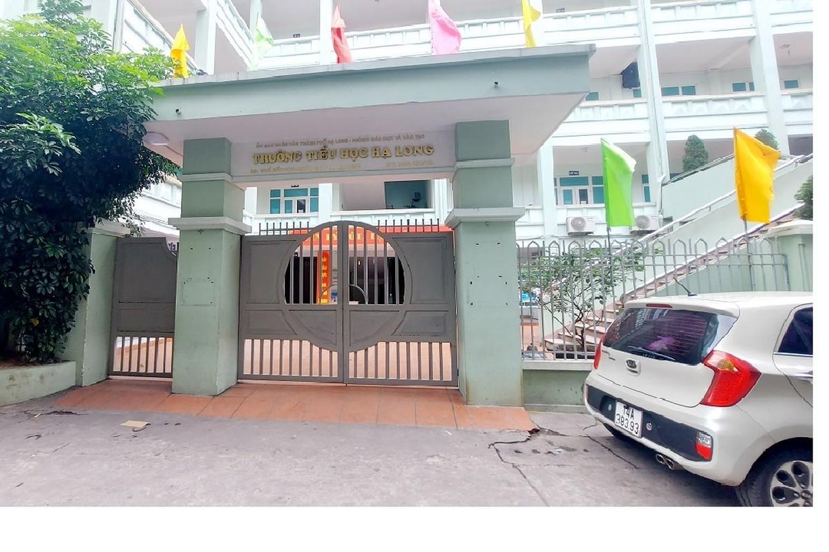 Quang Ninh: Dua nguoi nha cua benh nhan duong tinh COVID-19 di cach ly-Hinh-6
