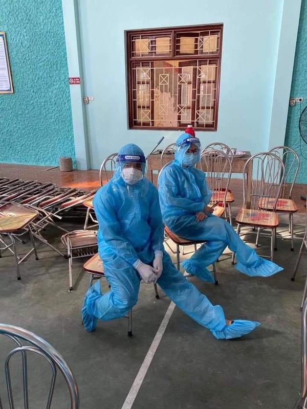 """Nhung chien binh blouse trang trong """"chien truong COVID-19"""" tai Bac Giang-Hinh-10"""