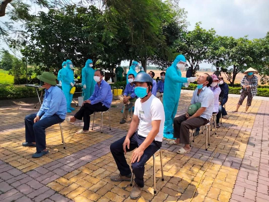 """Nhung chien binh blouse trang trong """"chien truong COVID-19"""" tai Bac Giang-Hinh-3"""