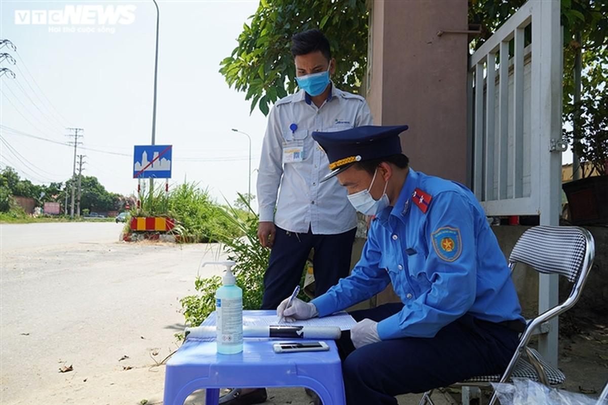 Anh: Ha Noi kiem tra quy dinh phong dich COVID-19 tren cac phuong tien cong cong-Hinh-4