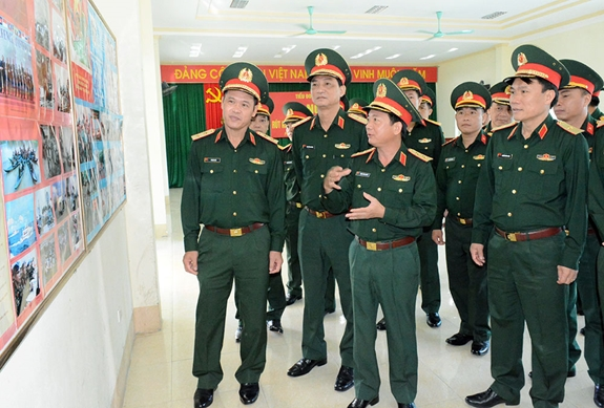 Chan dung Thu truong BQP Vu Hai San vua thang ham Thuong tuong-Hinh-4