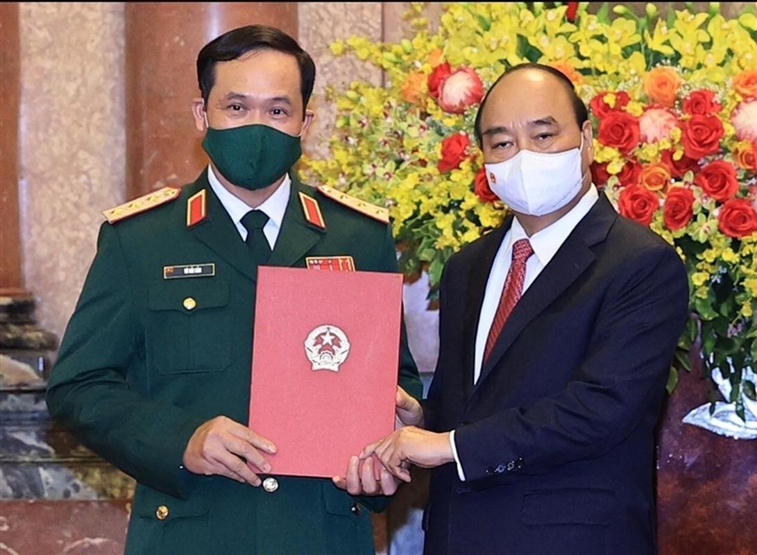 Chan dung Thu truong BQP Vu Hai San vua thang ham Thuong tuong