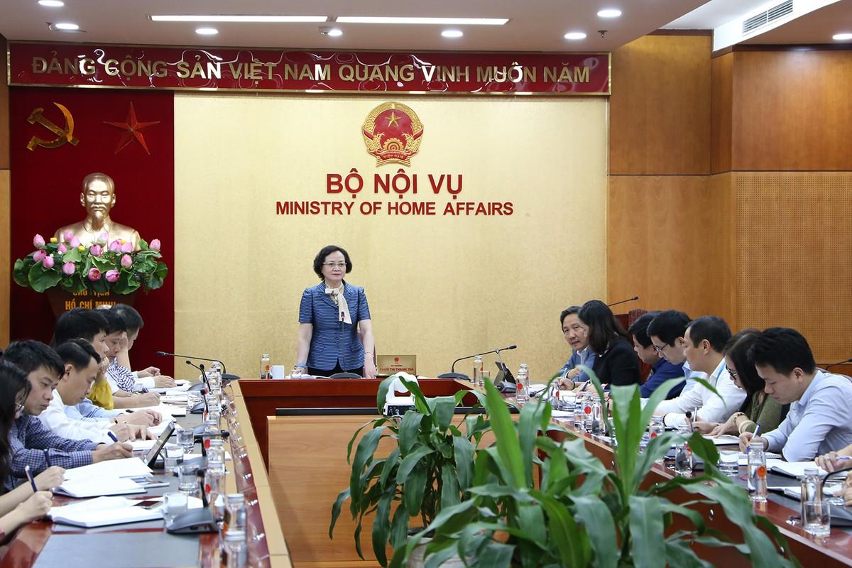 Chan dung nu Bo truong Noi vu dau tien-Hinh-9