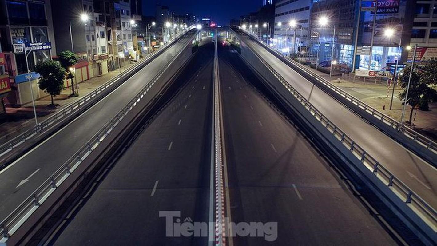 Pho dem Ha Noi dep nhu tranh tinh vat khi cach ly xa hoi-Hinh-11