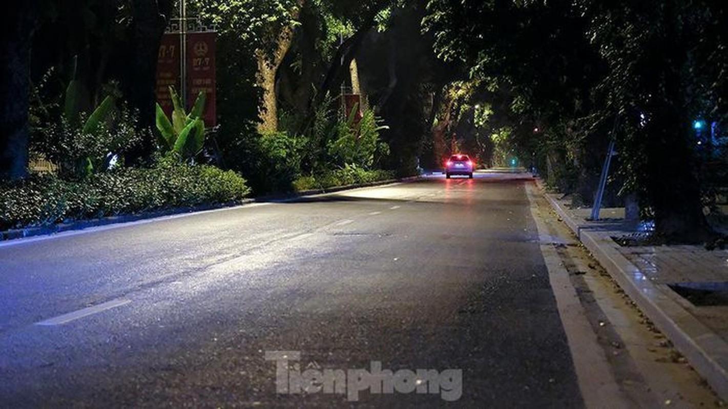 Pho dem Ha Noi dep nhu tranh tinh vat khi cach ly xa hoi-Hinh-5