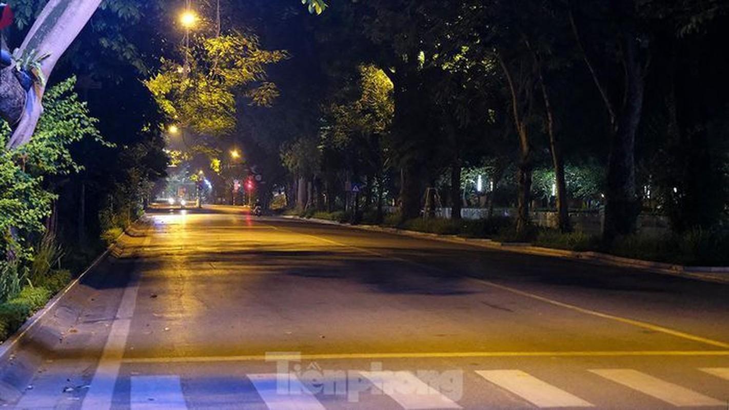Pho dem Ha Noi dep nhu tranh tinh vat khi cach ly xa hoi-Hinh-6