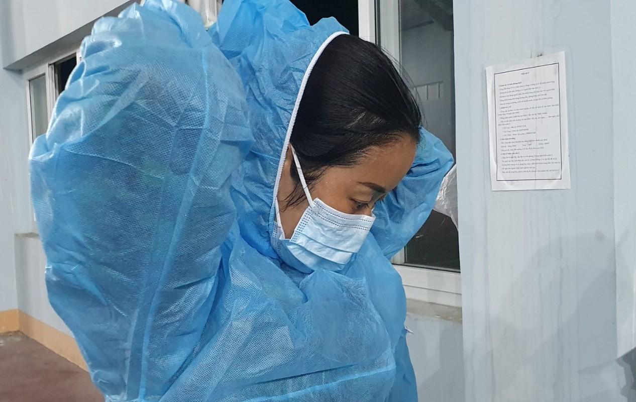 Quang Ninh: Trang dem xet nghiem cho nguoi ve tu Singapore, Han Quoc-Hinh-10