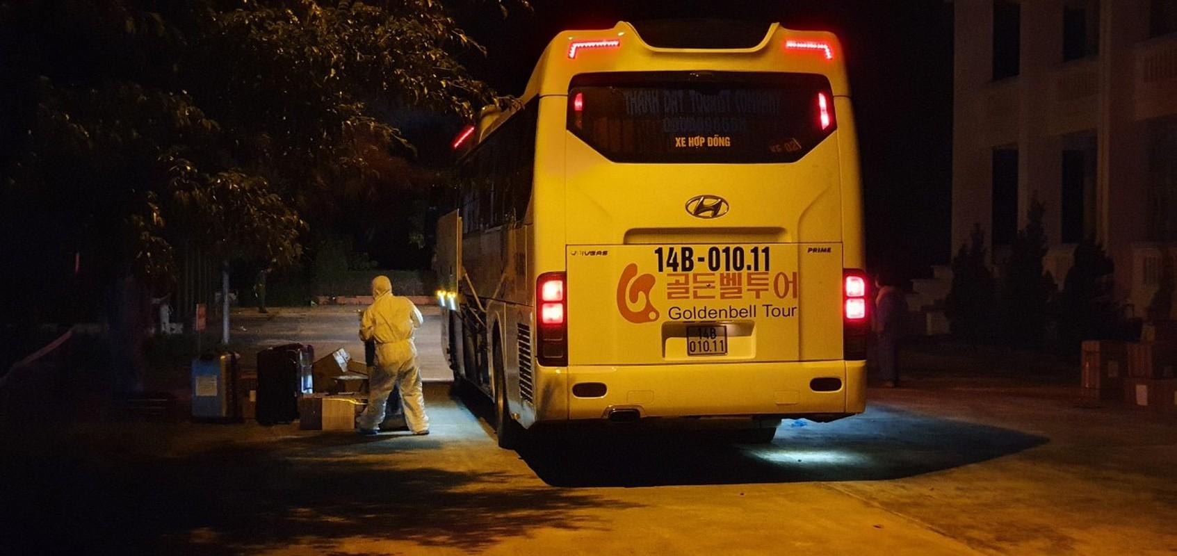 Quang Ninh: Trang dem xet nghiem cho nguoi ve tu Singapore, Han Quoc-Hinh-3