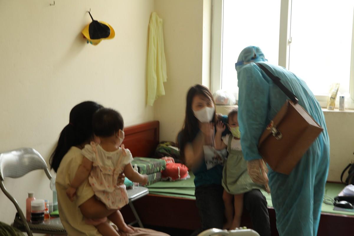 Quang Ninh: Trang dem xet nghiem cho nguoi ve tu Singapore, Han Quoc-Hinh-8