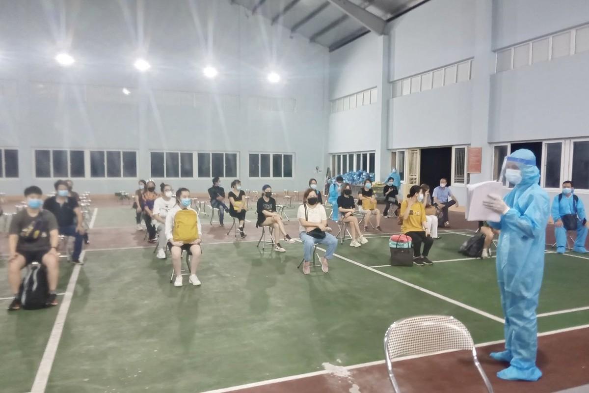 Quang Ninh: Trang dem xet nghiem cho nguoi ve tu Singapore, Han Quoc