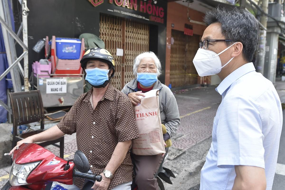Pho Thu tuong Vu Duc Dam gap go, dong vien shipper, nguoi dan TP.HCM-Hinh-3