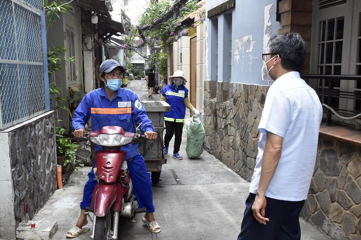 Pho Thu tuong Vu Duc Dam gap go, dong vien shipper, nguoi dan TP.HCM-Hinh-5