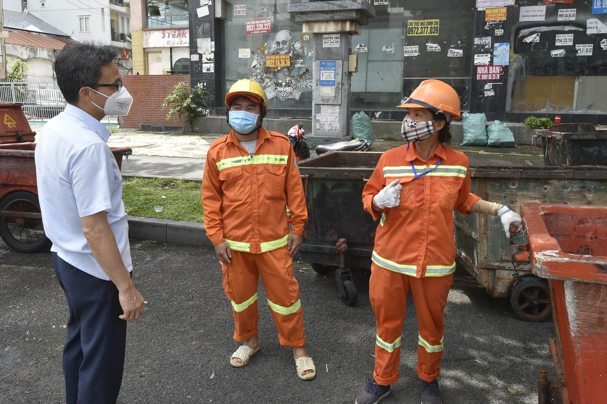 Pho Thu tuong Vu Duc Dam gap go, dong vien shipper, nguoi dan TP.HCM-Hinh-8
