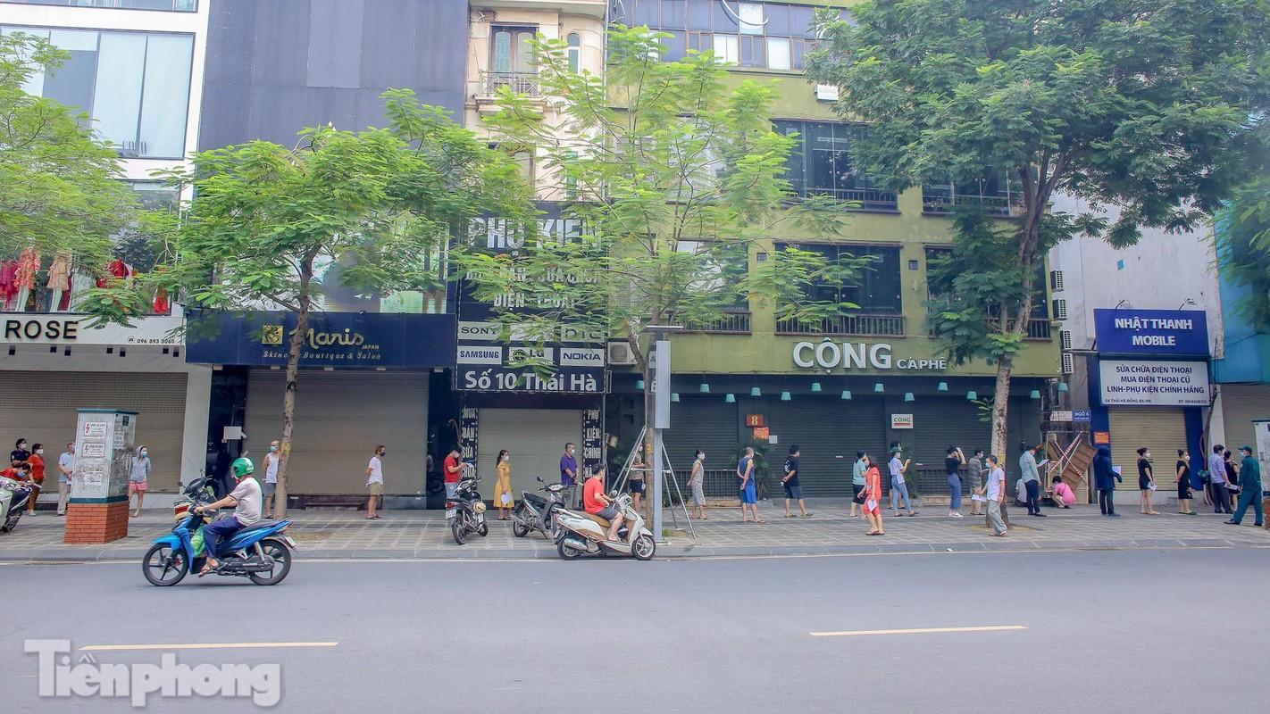 Can canh than toc xet nghiem COVID-19 ngay tren he pho Ha Noi-Hinh-2