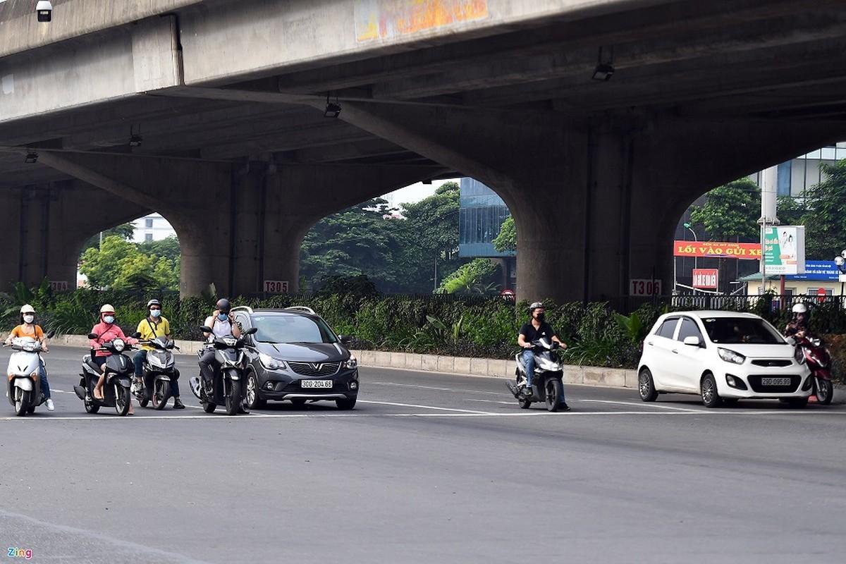 Duong Ha Noi lai dong duc xe co nhu chua he co COVID-19-Hinh-12