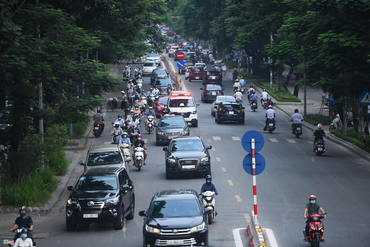 Duong Ha Noi lai dong duc xe co nhu chua he co COVID-19-Hinh-2