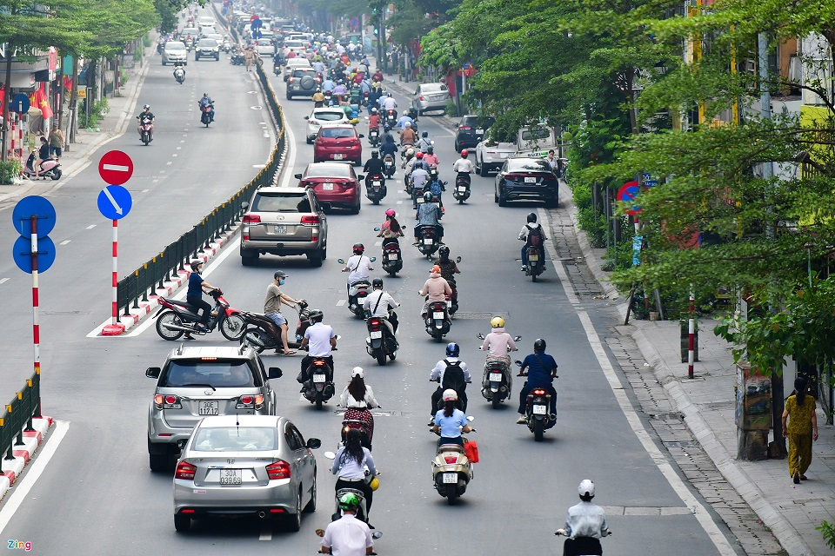 Duong Ha Noi lai dong duc xe co nhu chua he co COVID-19-Hinh-8