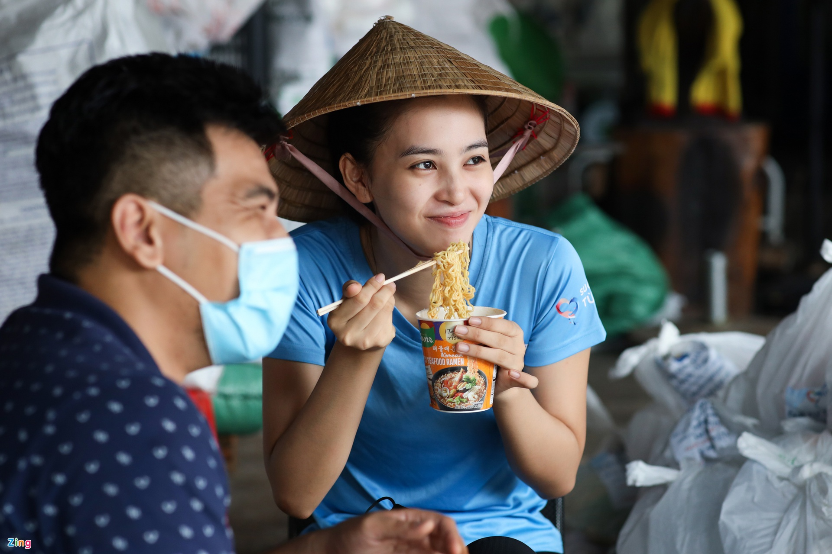 Trung thu ben cac em nho co hoan canh kho khan cua Hoa hau Tieu Vy-Hinh-2