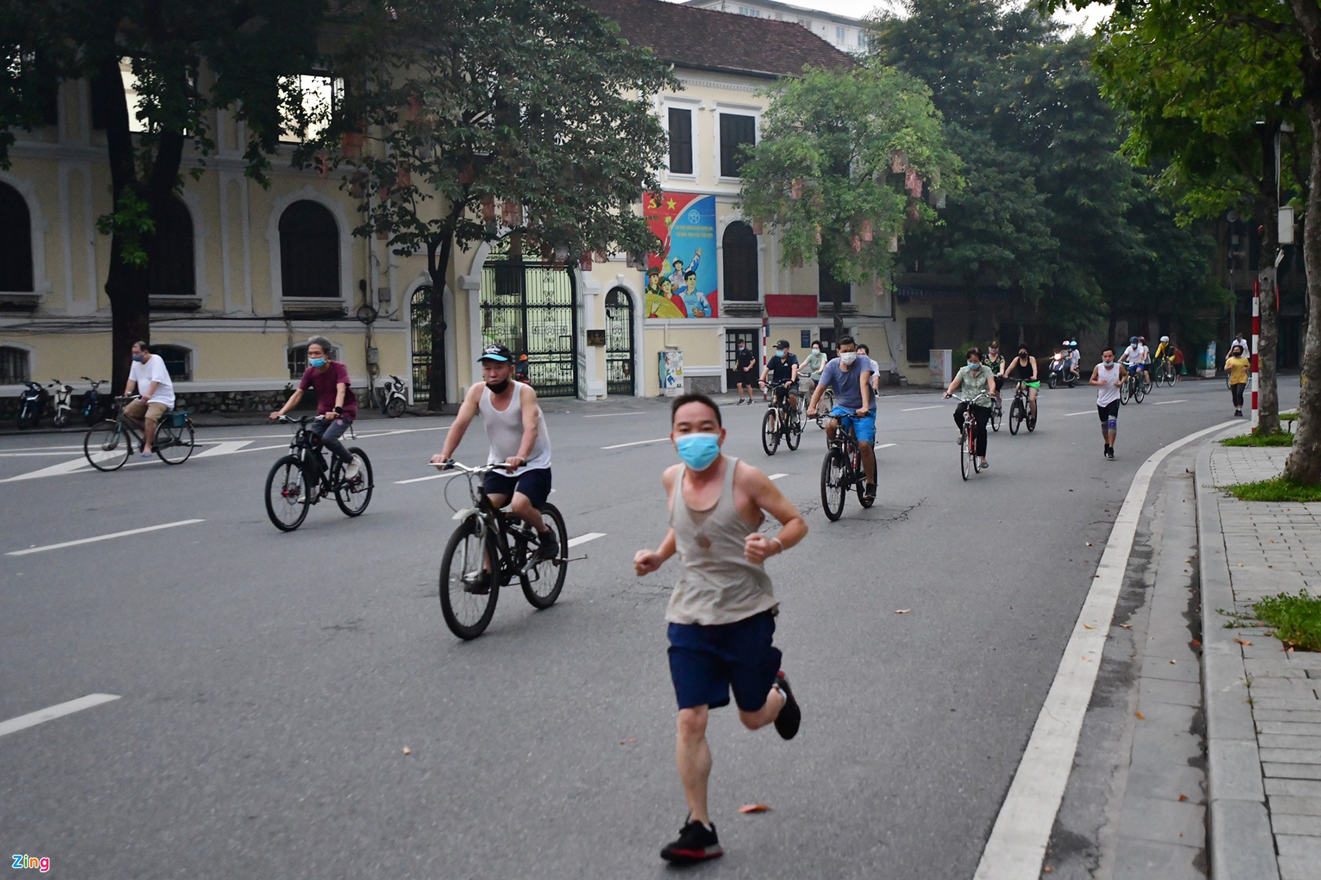 Hang tram nguoi the duc buoi sang o ho Guom-Hinh-8