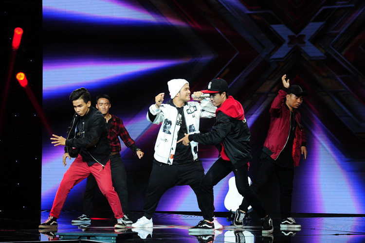 Hoang tu buon cua The X-Factor 2016 lay nuoc mat khan gia-Hinh-13