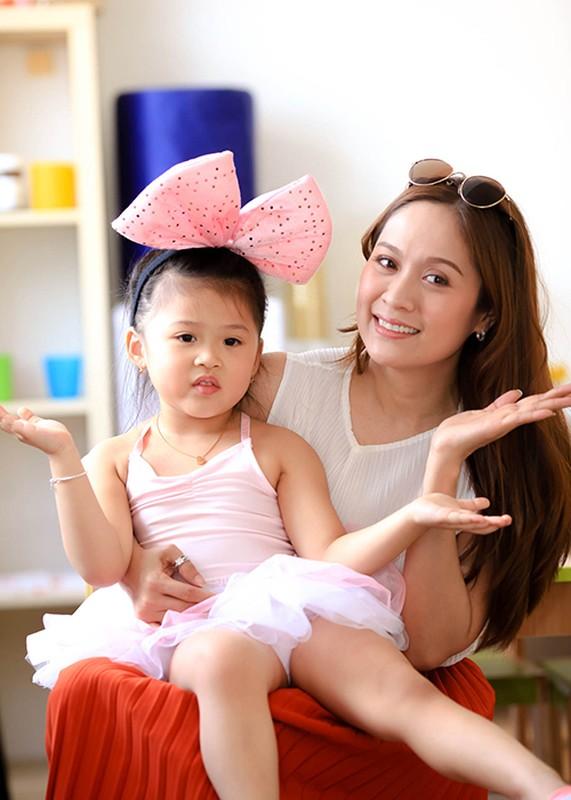 Thanh Thuy hao hung day mua cho tre em tai CH Czech-Hinh-13