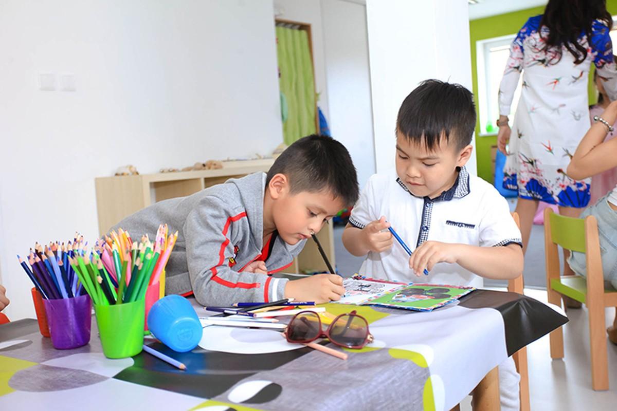 Thanh Thuy hao hung day mua cho tre em tai CH Czech-Hinh-4