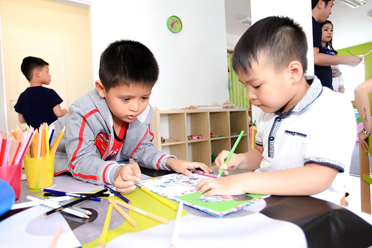 Thanh Thuy hao hung day mua cho tre em tai CH Czech-Hinh-5