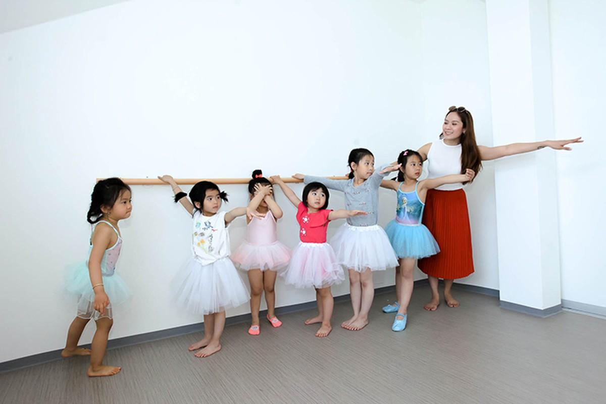 Thanh Thuy hao hung day mua cho tre em tai CH Czech-Hinh-9
