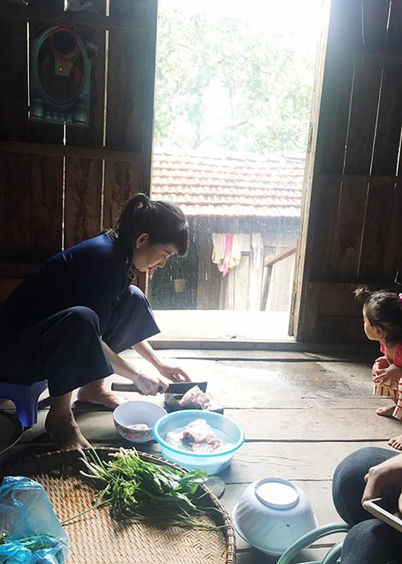 Angela Phuong Trinh bam tru o Tay Nguyen de dong phim-Hinh-4