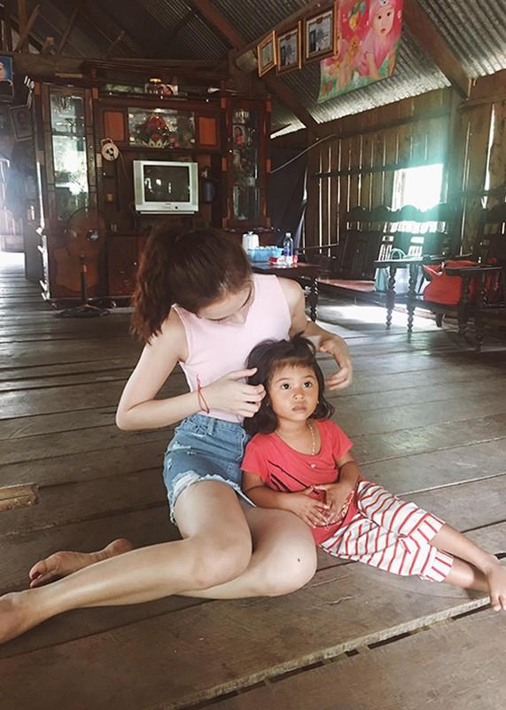 Angela Phuong Trinh bam tru o Tay Nguyen de dong phim-Hinh-8